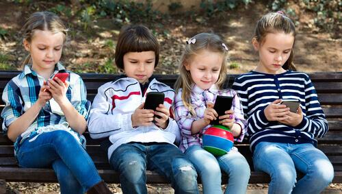 Réseaux sociaux : les usages des 10-13 ans aujourd'hui